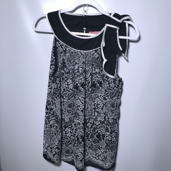 Misty and Max Tops - Misty and Max sleeveless blouse with bow size M